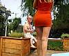 telecharger porno Une belle mature blonde baise un nain dans le jardin