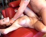 sexe Vieille riche aux gros seins baisée par l'ouvrier