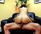 Téléchargement de La secrétaire est une nymphomane avec des gros seins superbes
