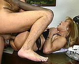 Téléchargement de Patronne mature baisée par un collègue