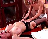 Téléchargement de La jeune prof remplaçante couche avec la vielle directrice