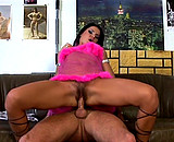 Téléchargement de Deux prostituées roumaines sexy en plein travail