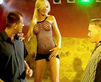 Brigitta Bulgari enculée en trio dans les WC d'une discothèque video porno brigitta bulgari