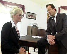 La secrétaire est une grosse vicieuse