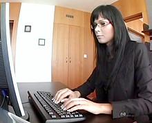 Le patron encule sa secrétaire super sexy