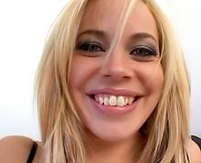 Grosse défonce anal sur une belle blondasse