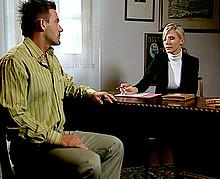 Jeune et jolie avocate blonde baisée par son client