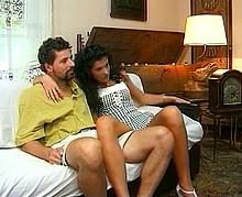 Jeunes salopes tchèques se font enculer en partouze