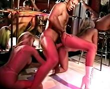 baise rocco siffredi Rocco dans un bar à pute ( vidéo réelle )