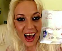 Holly, 18 ans et 1 jour tourne un porno