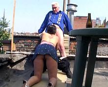 elle suce tres bien une vieille se tape un jeune