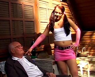 Téléchargement de Papy préfère les jeunettes de 18 ans !