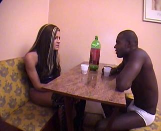Téléchargement de Black bien monté qui baise une transexuelle
