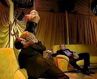 Téléchargement de La sulfureuse Brigitta Bulgari en trio avec deux vieux