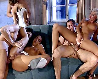 Video porno Soirée jet set qui vire à la partouze générale