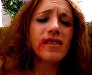 Téléchargement de Belle brune abusée par 2 types