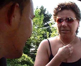 Téléchargement de Mature grassouillette baise avec un inconnu en voiture