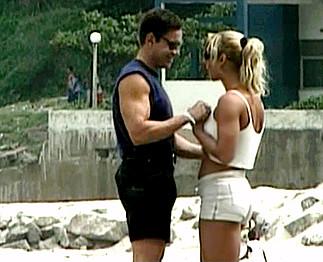 Téléchargement de Touriste blonde baisée par un mec en vacances