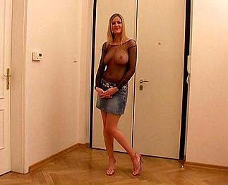 Téléchargement de Pute hongroise blonde prise par deux potes