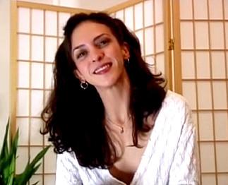 Jolie femme de 35 ans tourne un porno amateur