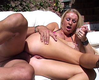 Sodomie sur une femme aux ENORMES seins !