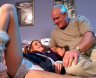 Jeune étudiante sodomisée par un vieux