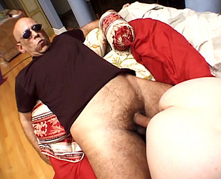 Vieille nympho aux gros seins se prend une grosse queue !