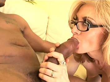 Nina Hartley vieille bourgeoise se tape Un black bien membré