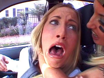 Cassie Young et Fiona Cheeks : Quartier libre pour ce psychopate sur 2 blondasses !