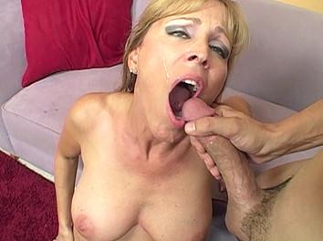Nicole Moore : Femme de 50 ans à gros seins hyper bandante