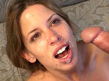 Haley Paige :  Un patron profite de son statut pour baiser son employée de 18 ans !