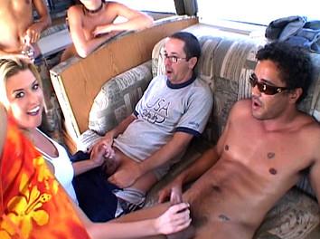 Auto stoppeuse bais�e par 3 mecs dans le camping car