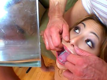 Avy Lee Roth et ses copines : Sodomies furieuses et DP avec éjaculation faciale 4