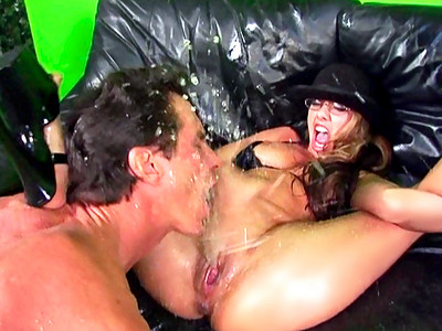 ejaculation abondante cul vierge