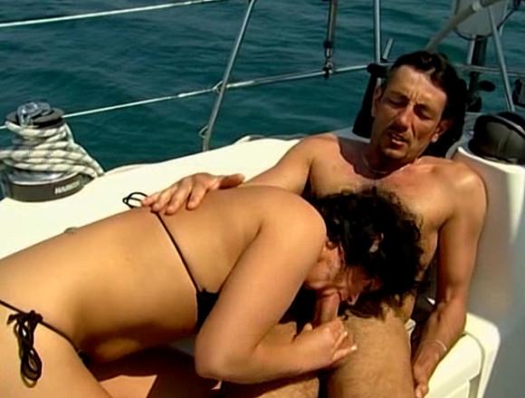 Bonne baise en pleine mer